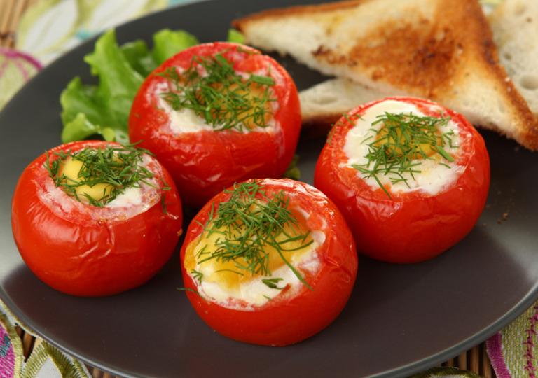 яичница-в-помидоре-768x540