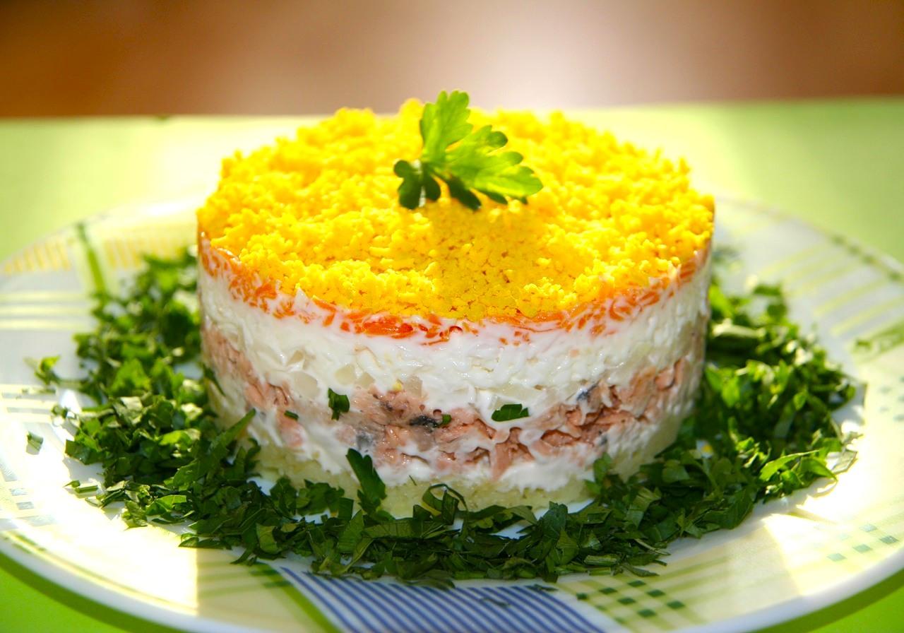 salat-mimoza-recept-s-foto