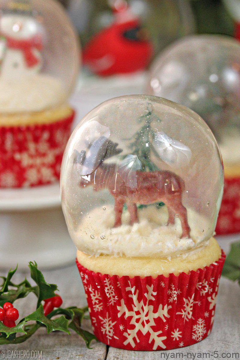 snowglobe-cupcakes-9