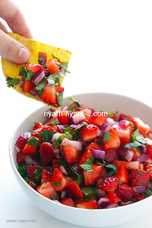 5-Ingredient-Strawberry-Salsa-1