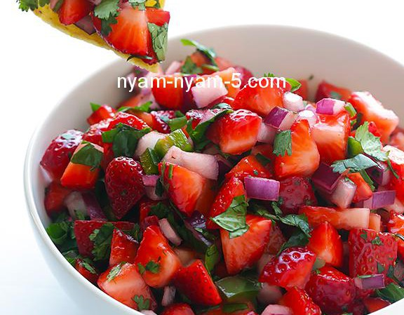 5-Ingredient-Strawberry-Salsa-1