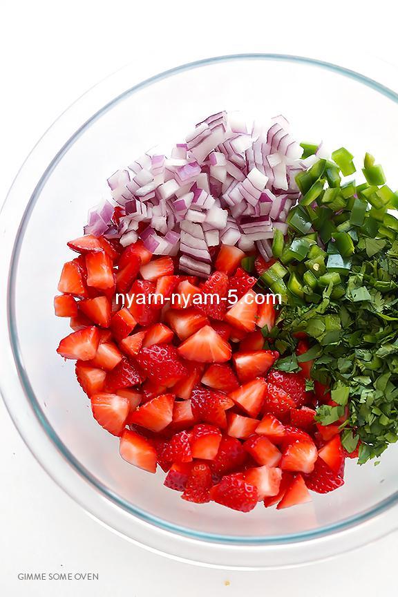 5-Ingredient-Strawberry-Salsa-2