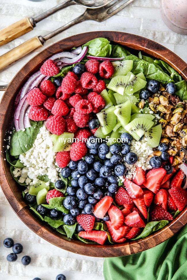 Berry-Feta-Spinach-Salad-6