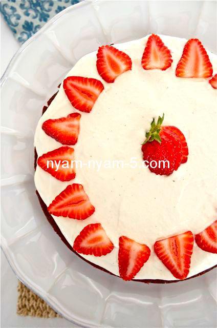 strawberries-and-cream-red-velvet-cake5