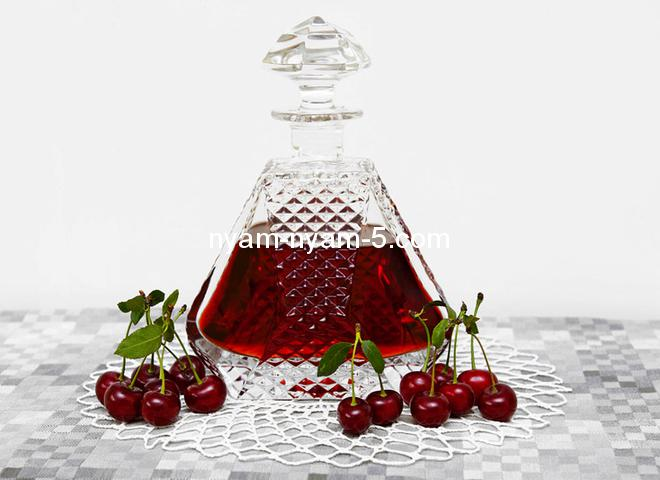 545_vino_iz_vishni_depositphotos_11711225